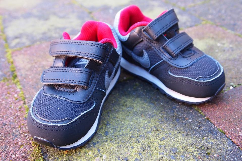Babyschoenen: leer ze op eigen voeten staan!