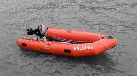 Watersport met een rubberboot met motor